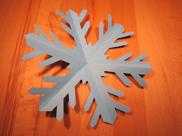 schneeflocken aus papier basteln zu weihnachten. Black Bedroom Furniture Sets. Home Design Ideas