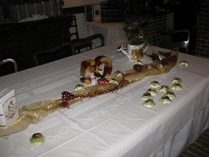 Tischdeko zur goldenen hochzeit dekoration for Dekoration zur goldenen hochzeit